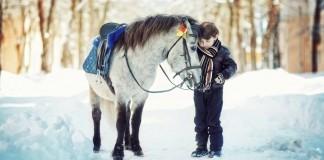 Kleiner Junge mit Pony